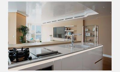 Lujosa cocina con vistas al Muelle Uno