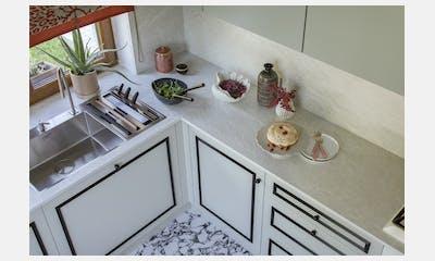 Dekton Liquid Shell - kitchen by a stylist