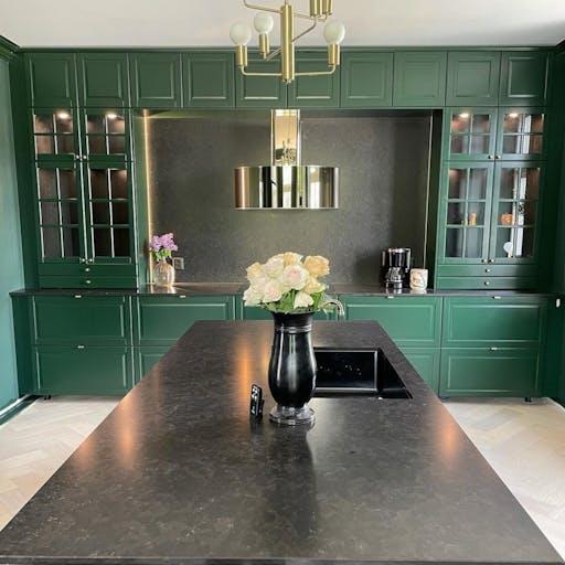 Charming kitchen in dark green and Silestone Corktown as worktops