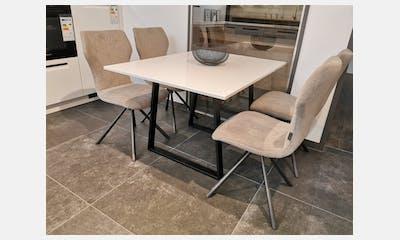 Arbeitsplatten und Tisch aus Silestone
