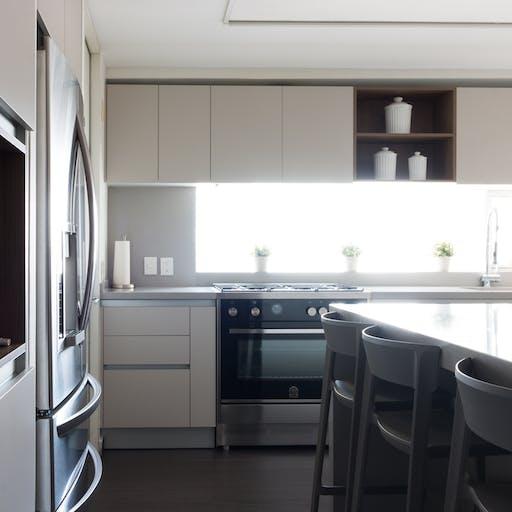 Neutral kitchen by Vitelier