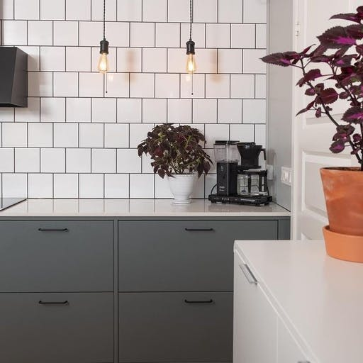 Smooth cabinet Tidö together with Silestone Snowy Ibiza