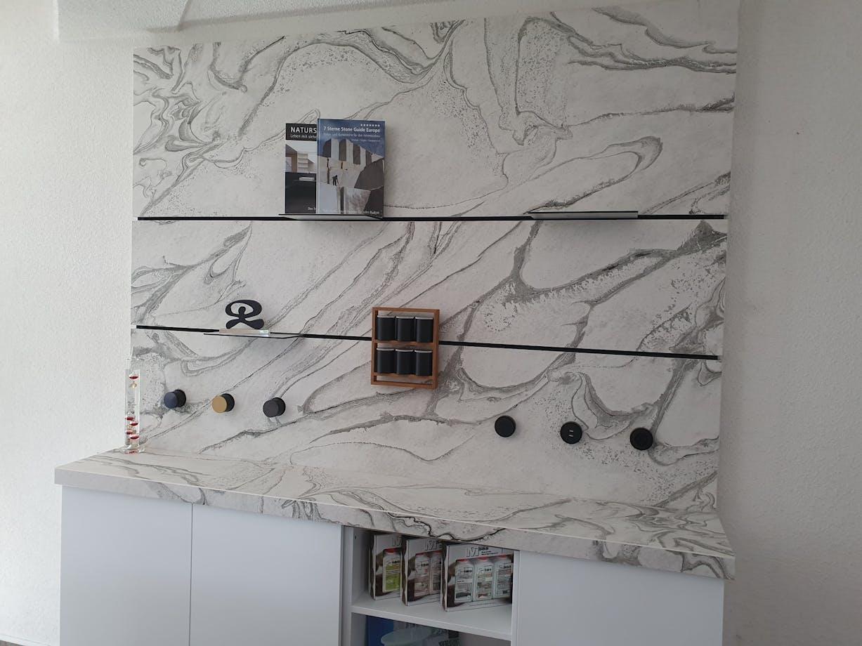 The Wall mit Dekton Liquid Sky