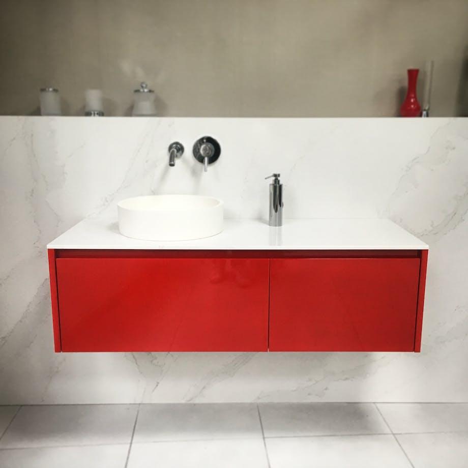 Baño Rojo y Calacatta