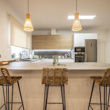 Bild von cocina peninsula soke unter Küchenarbeitsplatten - Cosentino
