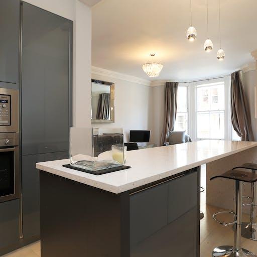 Grey Gloss Kitchen with Island (Silestone Bianco Rivers 30mm worktop)