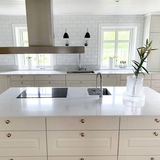 Silestone Lagoon countrystyle white kitchen