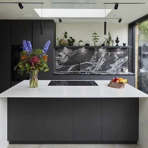 Lewisham Kitchen featuring Sensa Black Beauty and Silestone Eternal Statuario